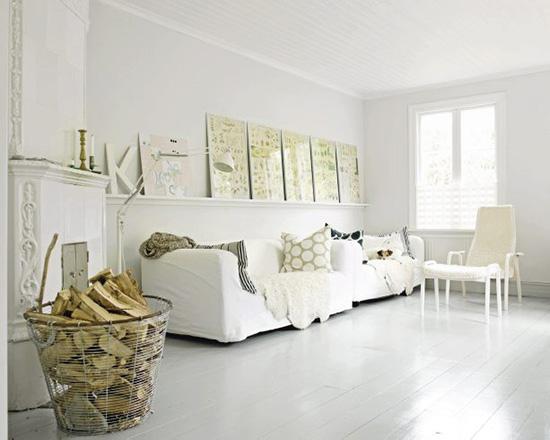 półka-nad-kanapą-w-salonie