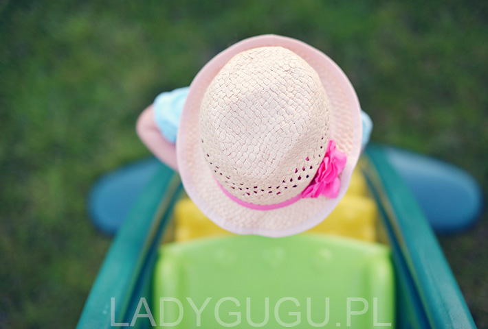 slomkowy-kapelusz-dla-dziewczynki