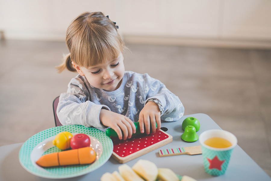 Jak nauczyć dziecko jeść przy stole?