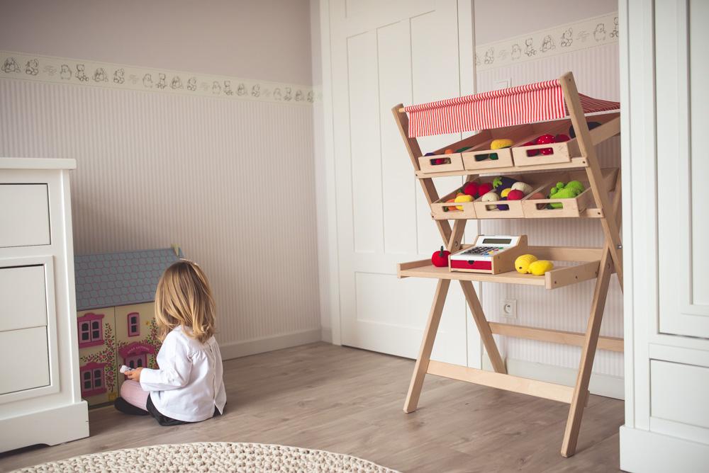drewniany stragan dla dzieci