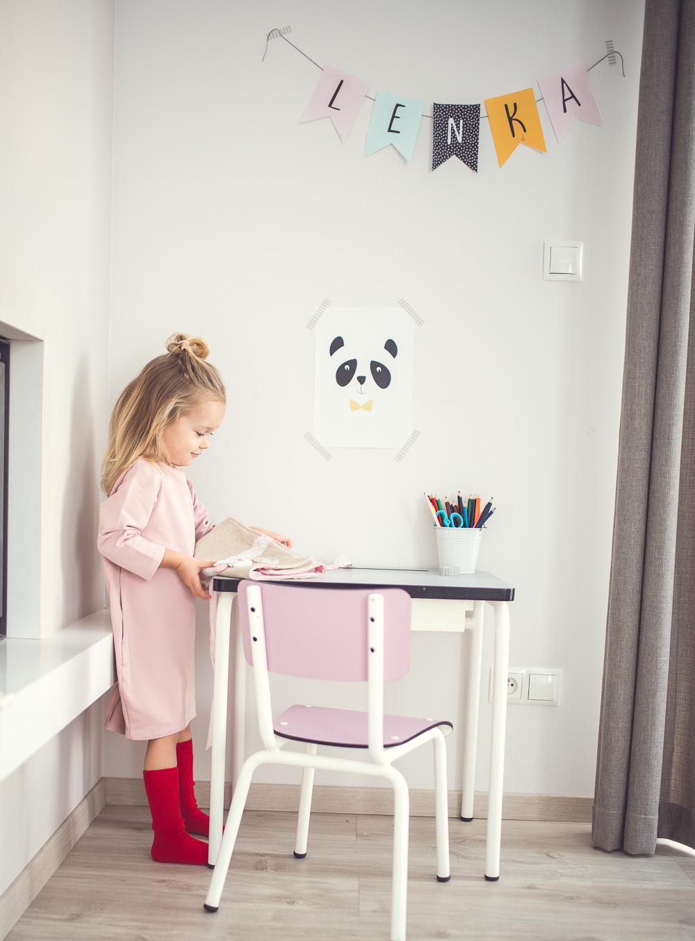 plakaty w pokoju dziewczynki