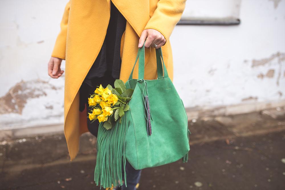 zielona torebka z czym nosic