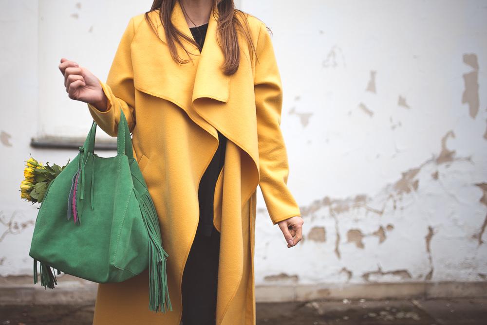 zielona torebka zolty plaszcz1