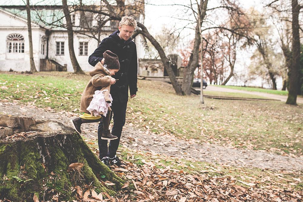 jesienny spacer z dzieckiem