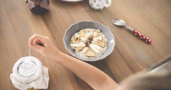 zmuszanie dzieci do jedzenia