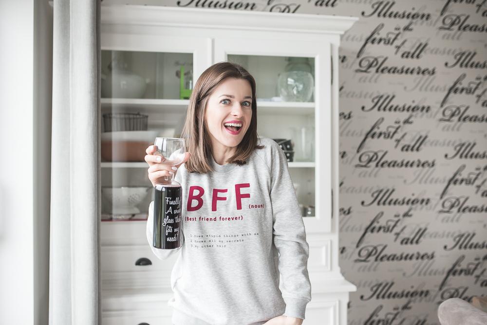 kieliszek na wino butelka