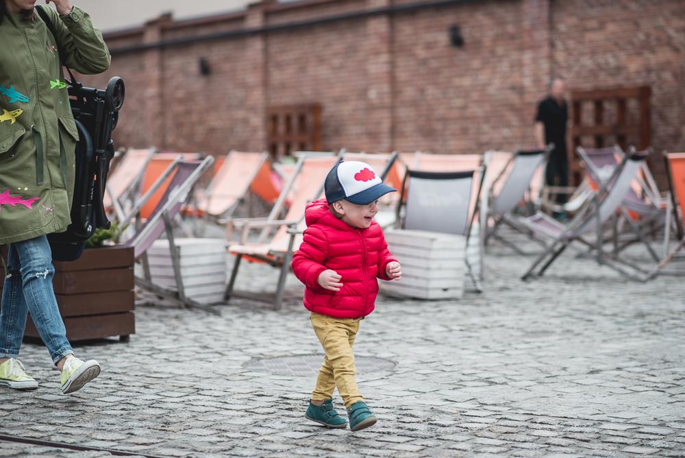 bieg za dzieckiem