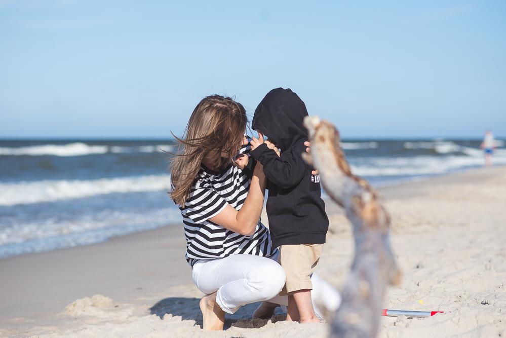 z dzieckiem na plazy