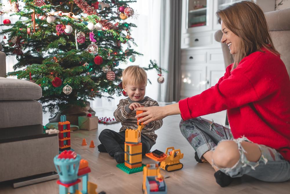 mama bawi sie z dzieckiem lego