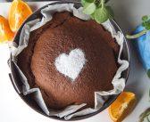 Szybkie ciasto czekoladowe z nutą pomarańczy.